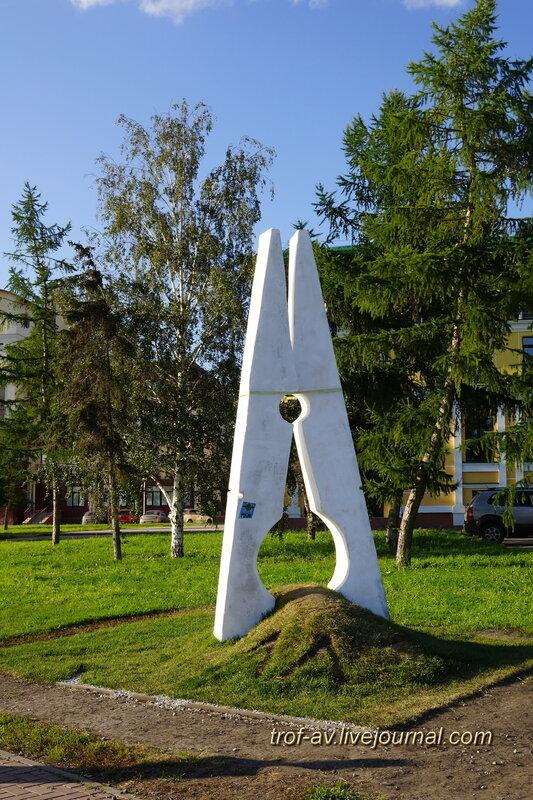 Памятник прищепке, Омск