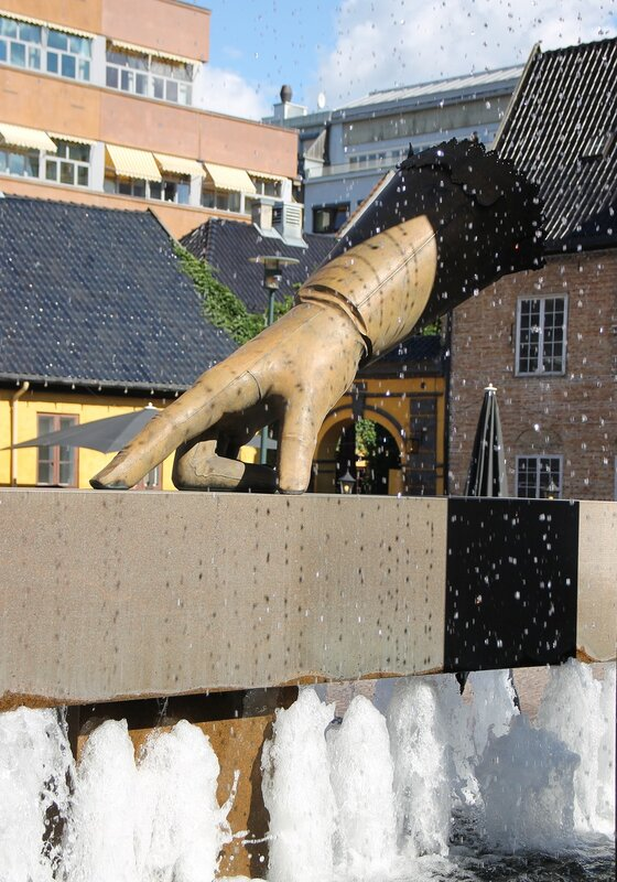 Осло. Фонтан 'Перчатка' (Hansken)
