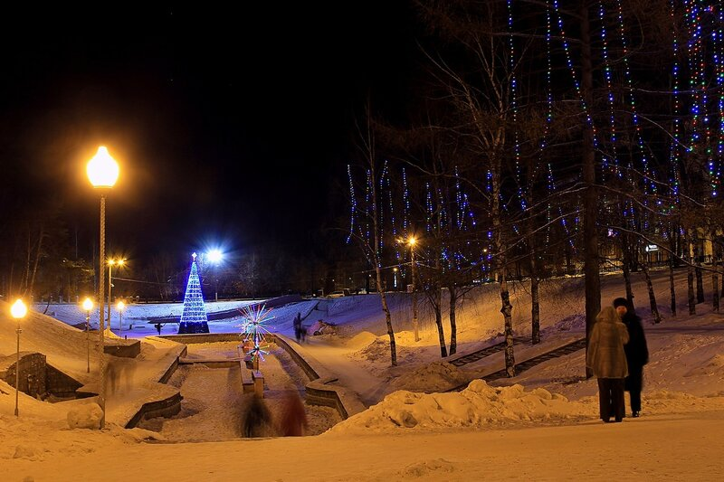 Сквер им. 60-летия СССР (бывший овраг Засора) в новогодней иллюминации