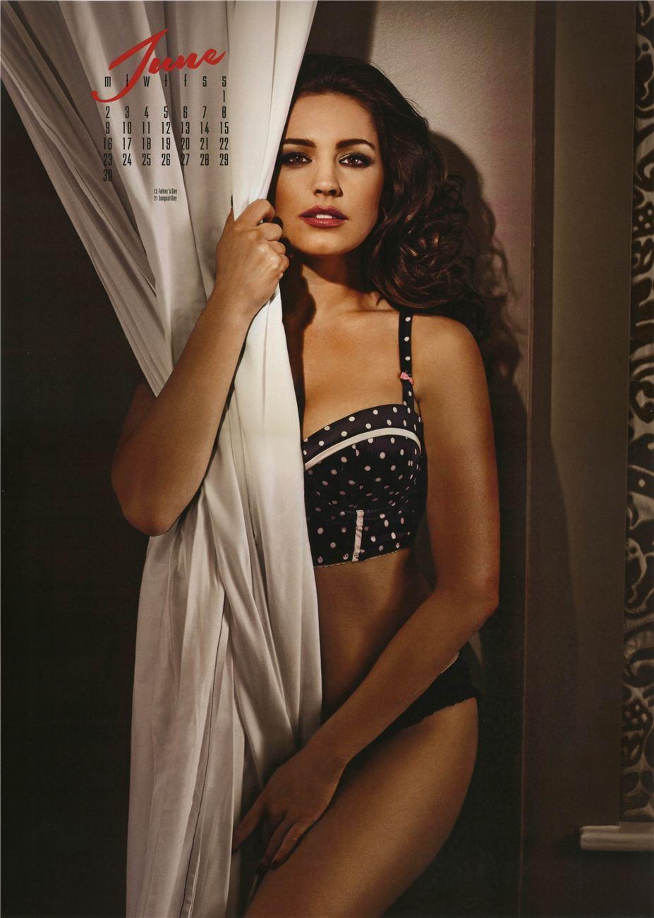 июнь - Календарь сексуальной красотки, актрисы и модели Келли Брук / Kelly Brook - official calendar 2014