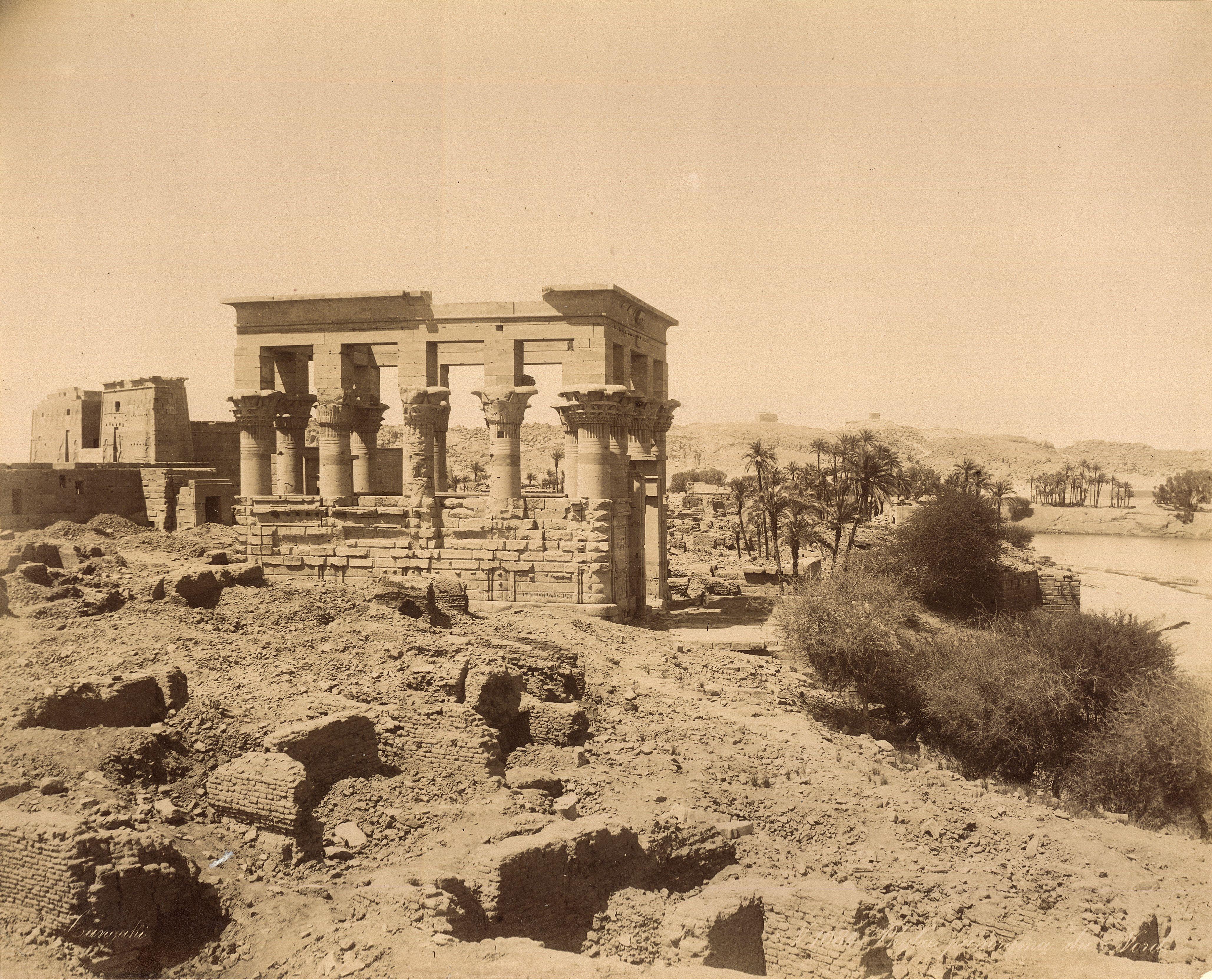 Филе. Киоск Траяна и второй пилон храма Исиды. Вид с севера