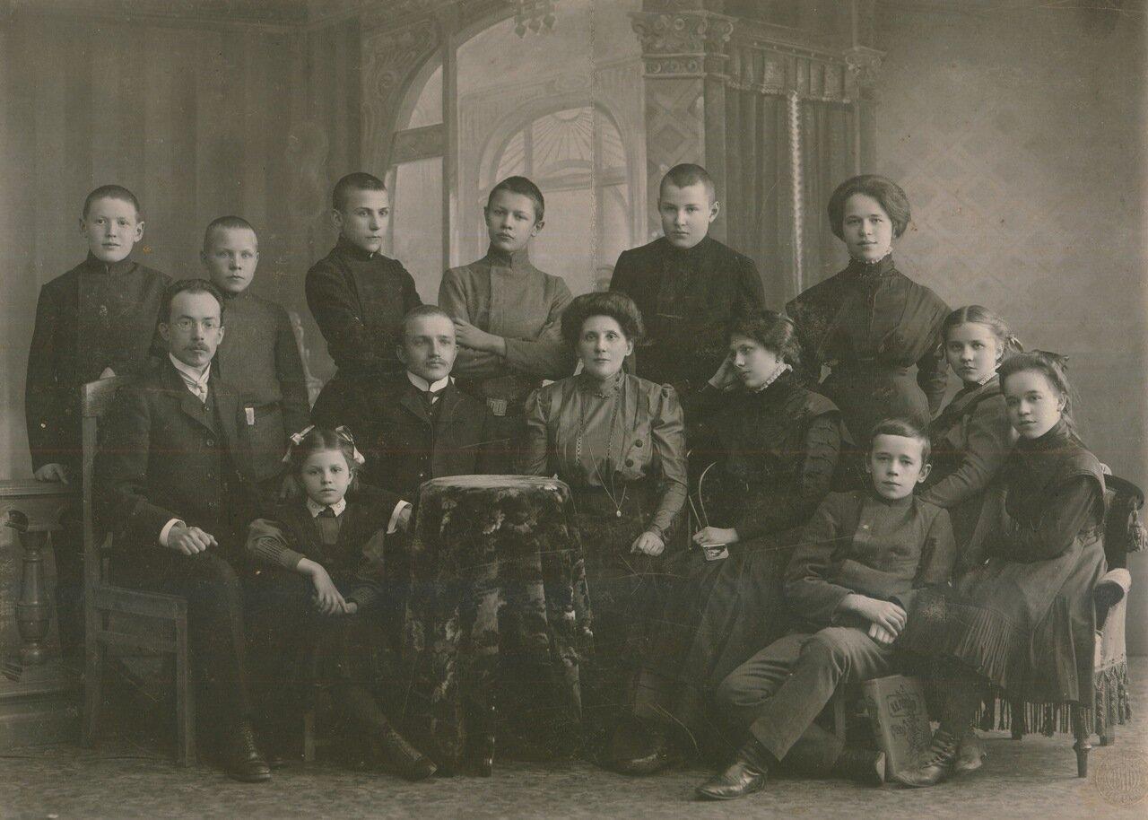 1916. Ученики и преподаватели пермской гимназии