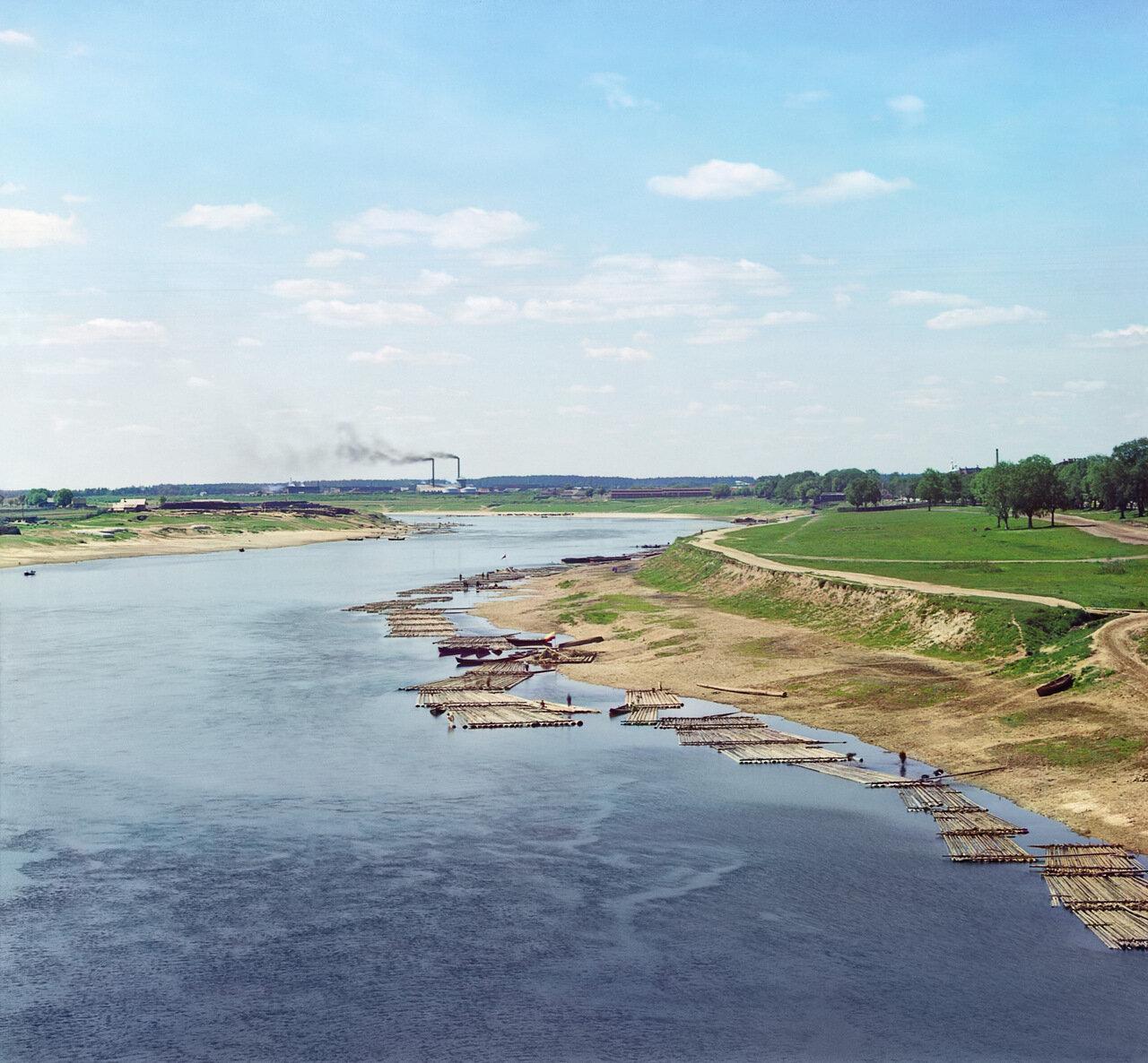 Вид на Волгу вверх по течению с моста. Лето 1910 года