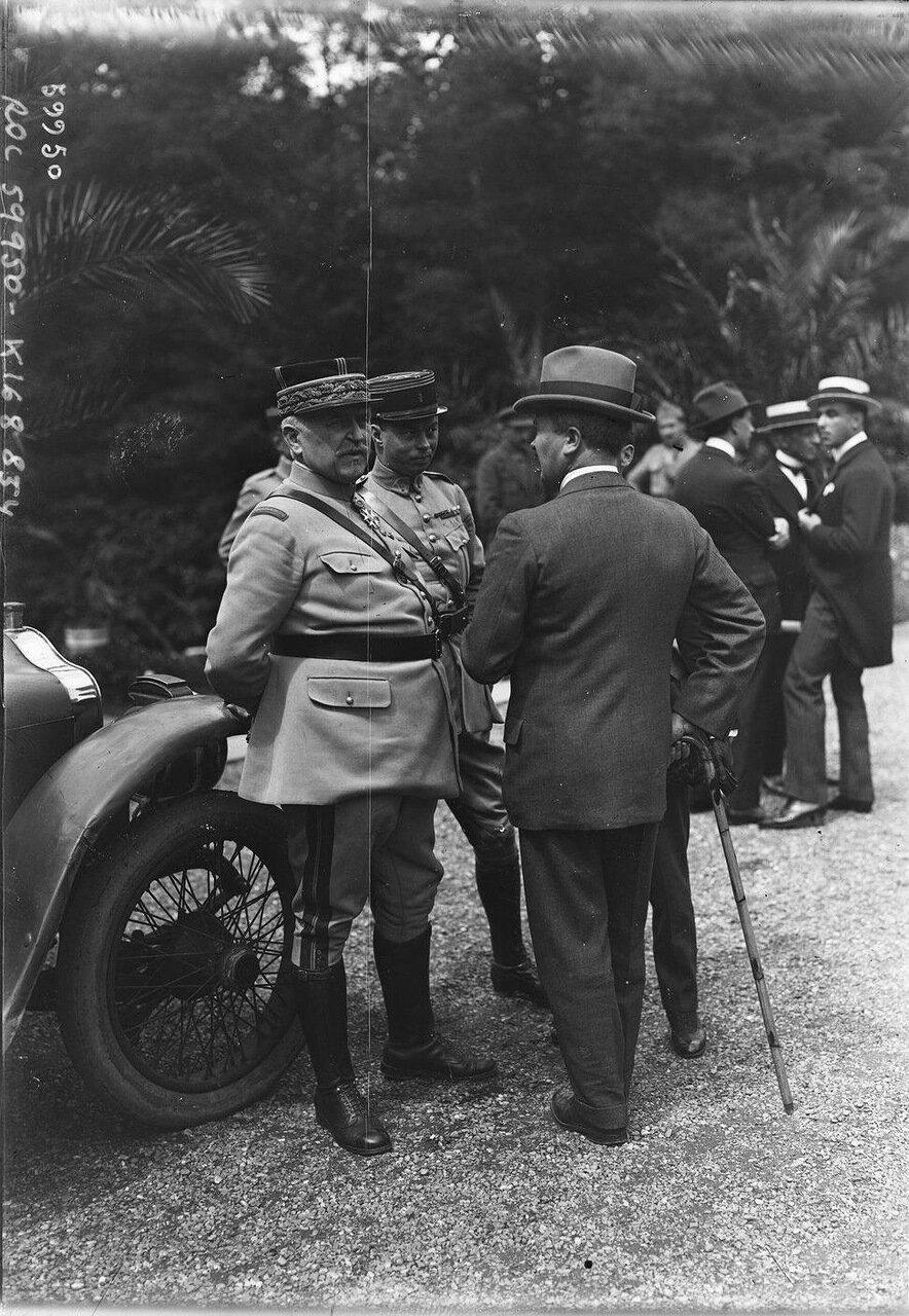 Дивизионный генерал Шарль Нолле на конференции в Спа