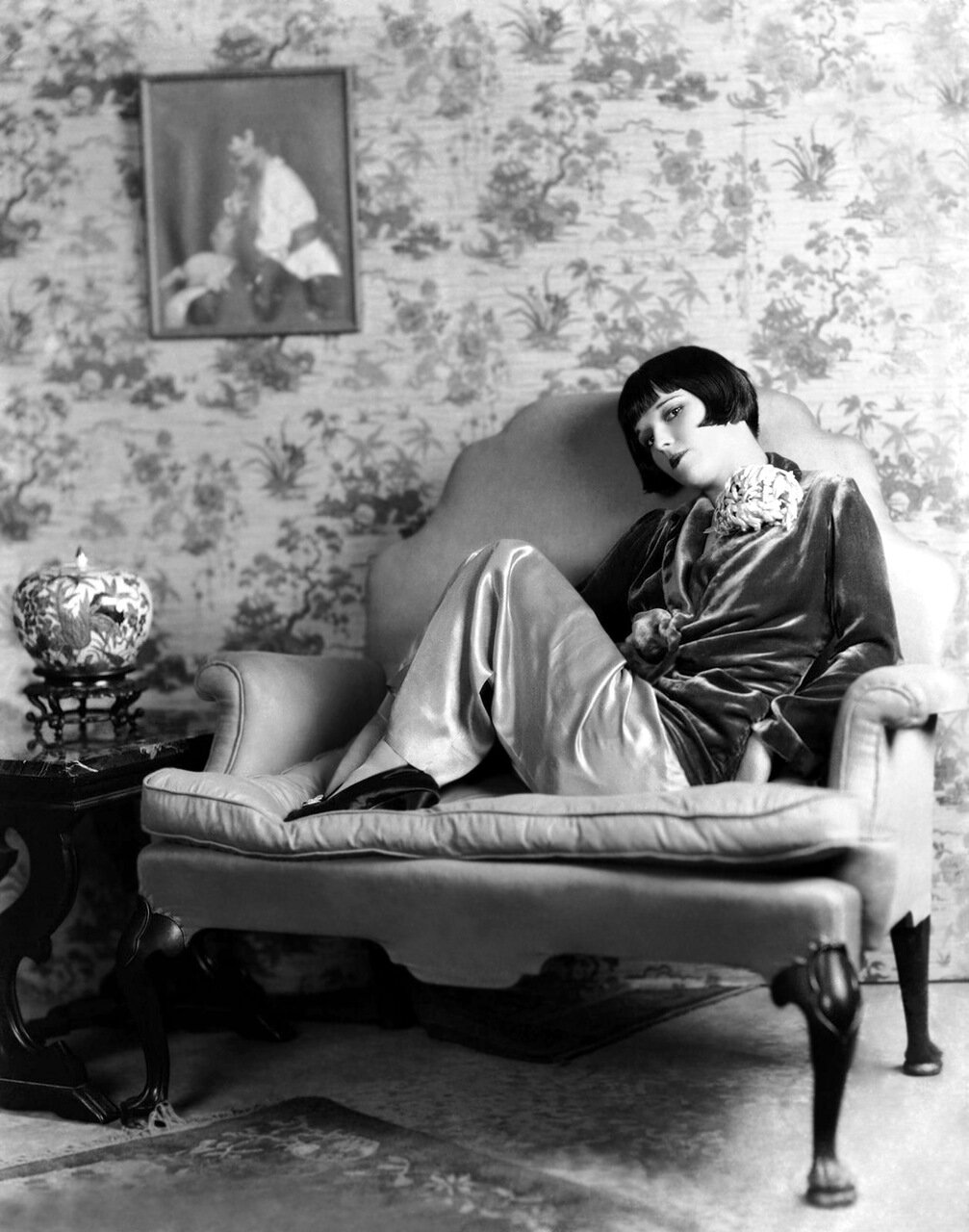 circa 1928: American actress Louise Brooks (1906 - 1985) lounging on a large leather armchair. (Photo by Eugene Robert Richee)