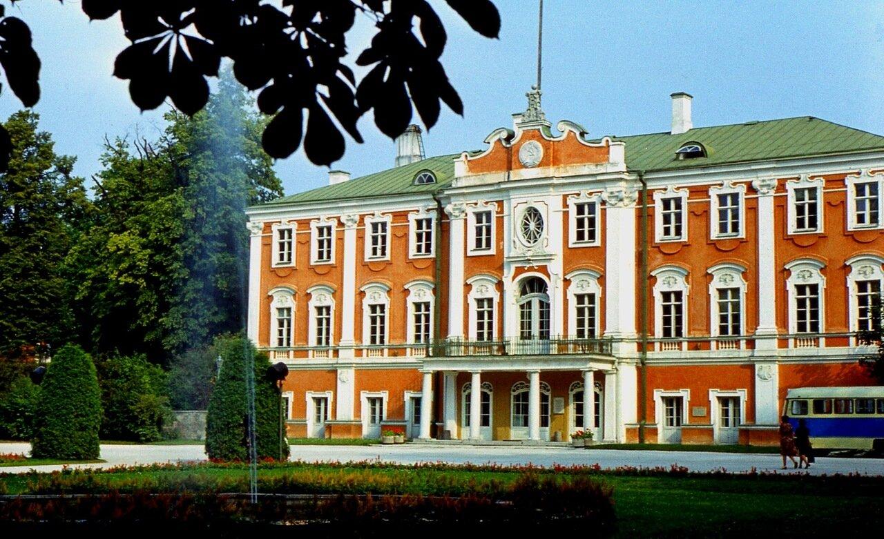 23.  Дворец  в  Кадриорге  1725 г.