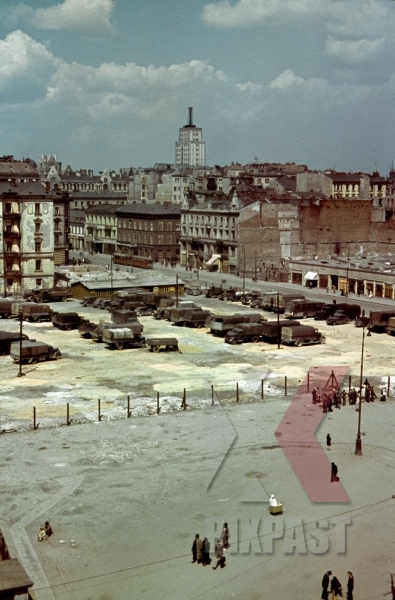stock-photo-german-wehrmacht-parking-lot-in-middle-of-captured-charkow--kharkiv-ukraine-1942-12734.jpg