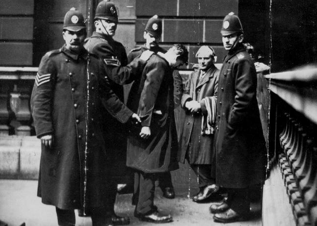 Как латышские революционеры лишили англичан права на оружие.  ( 50 фото )