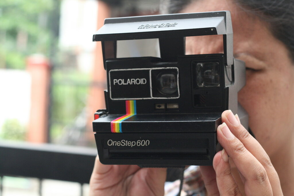 Load-a-Polaroid-600-Camera-Step-8.jpg