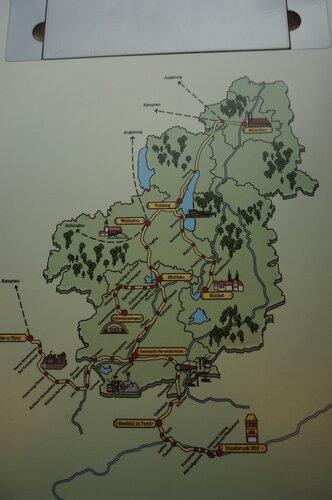 карта на столе в поезде