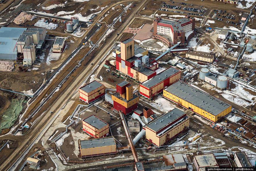 12. Карьер был законсервирован в июне 2001 года и с 2009 года добыча алмазной руды ведётся подземным