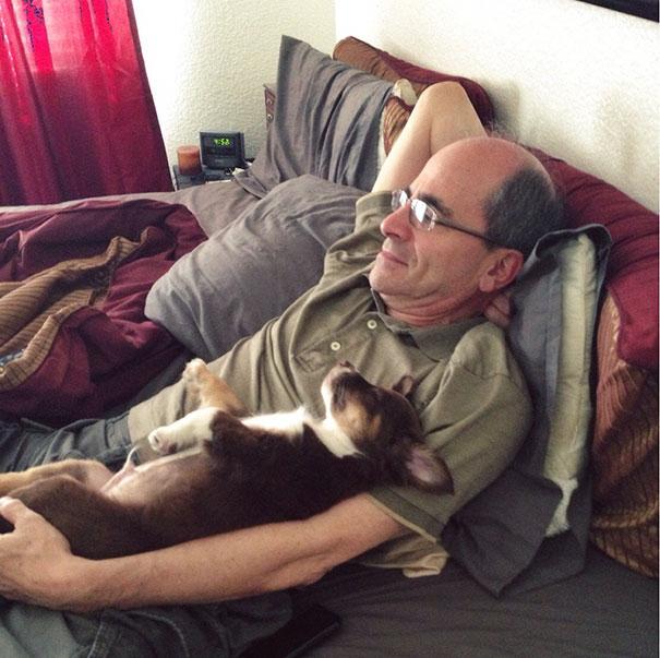 «Папа всегда настаивал на том, чтобы не заводить домашних животных. Я принесла этого маленького парн