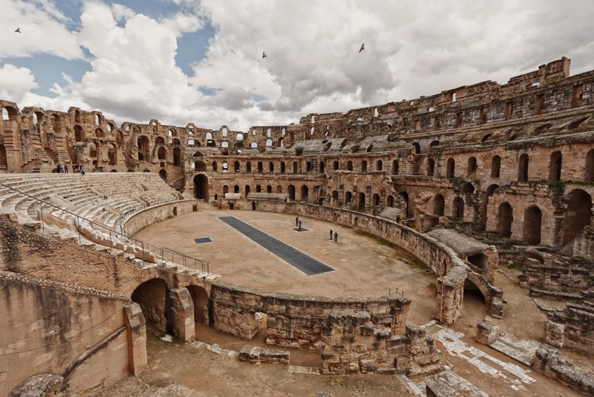 4. Эль-Джем, Тунис Этот амфитеатр легко можно спутать с Колизеем в Риме, только здесь нет таких толп