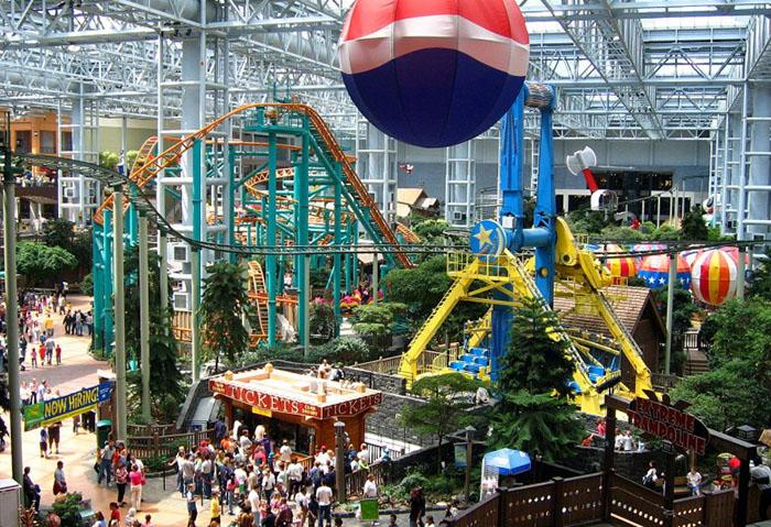 Торговый центр Америки  Самый большой торговый центр в США расположен в городе Блумингтон, ш