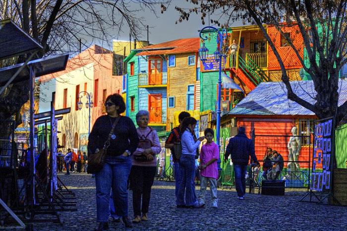 Ла-Бока  Ла-Бока – это очень красочный район Буэнос-Айреса в Аргентине. Туристы со всего мир