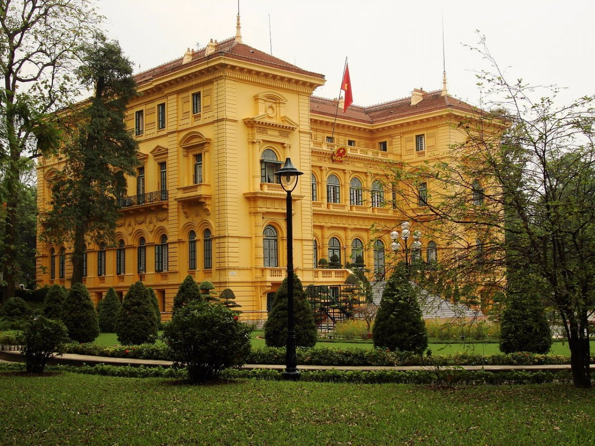 Президентский дворец в Ханое, Вьетнам, был построен генерал-губернатором Индокитая в 1906 году. На с