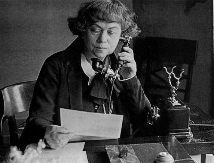 Идеолог свободной любви Александра Коллонтай. Самые массовые демонстрации проходили в 1924-1925 гг.