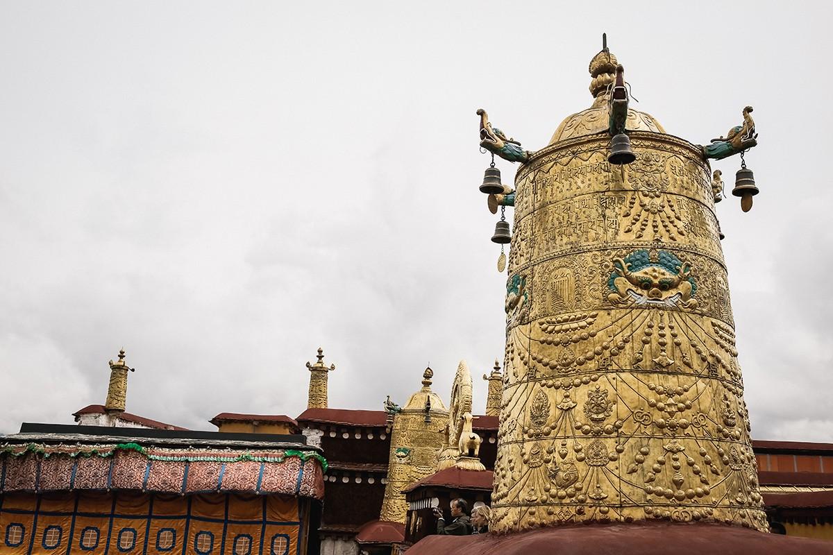 34. Изначально храм строился в индийском стиле, похожим на индийскую вихару. Но со временем он прете