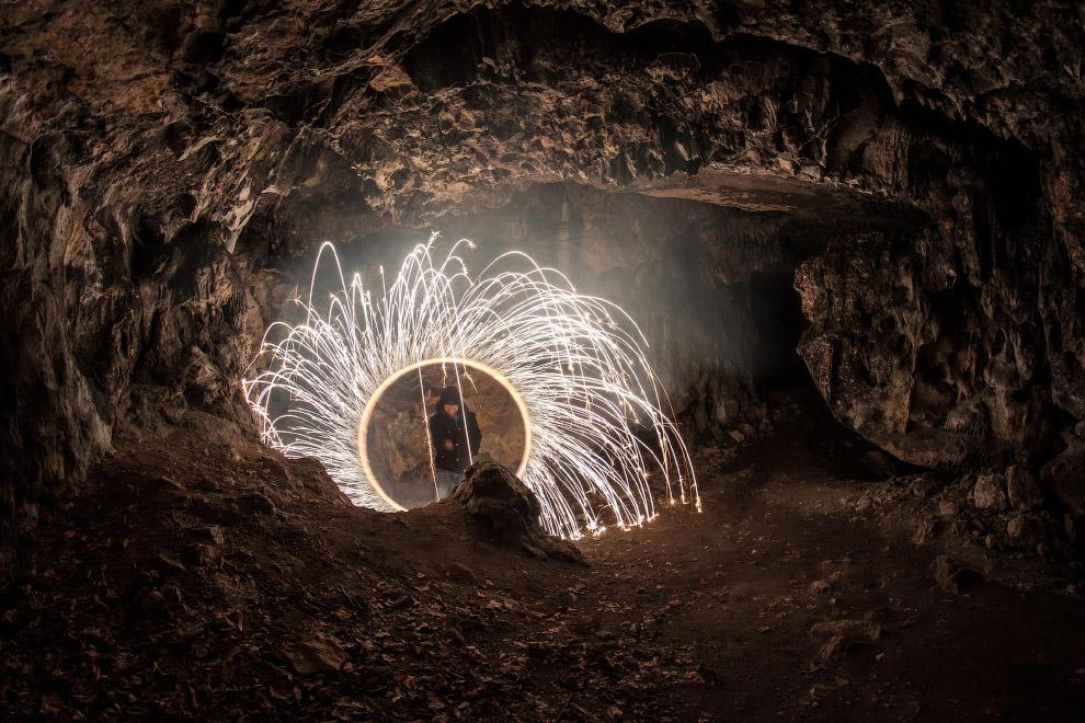 Пещера Тростниковой Флейты в Китае. Это знаковое место в городском округе Гуйлинь, Китай, распо
