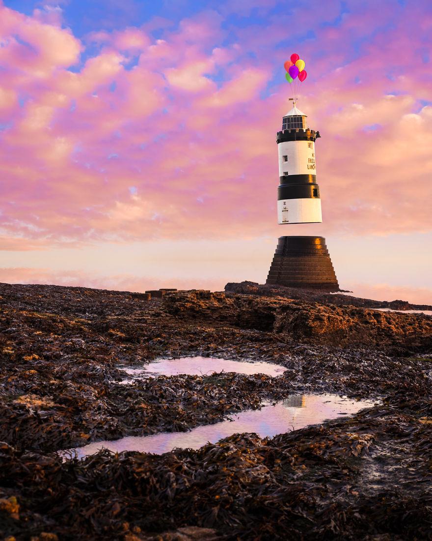 «Легкий дом» (Light House; по-английски маяк — lighthouse).