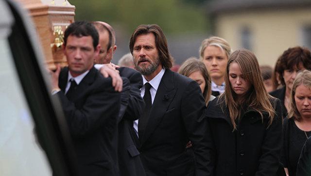 Мать покойной приятельницы Джима Керри считает его виновным всмерти дочери
