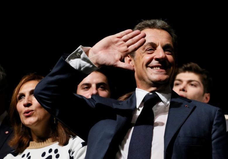 Опрос: ЛеПен опережает Саркози попопулярности практически на30%