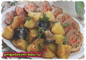 Залеченный рулет из свинины с картофелем и баклажанами