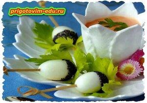 Перепелиные яйца с овощным дипом