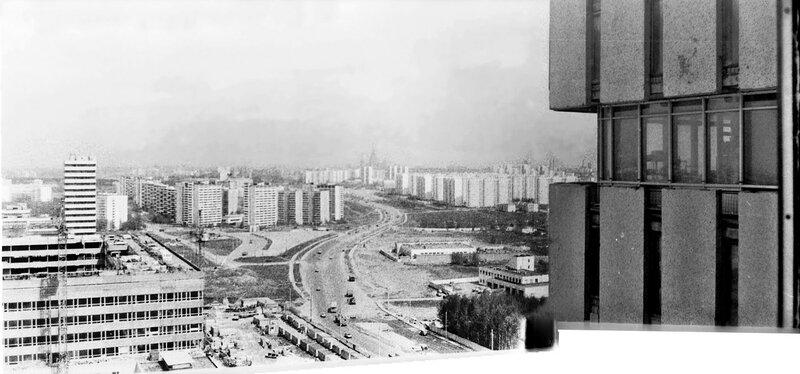 1988-93 Озерная улица в сторону центра со здания ВНИИОФИ. Очаково.jpg