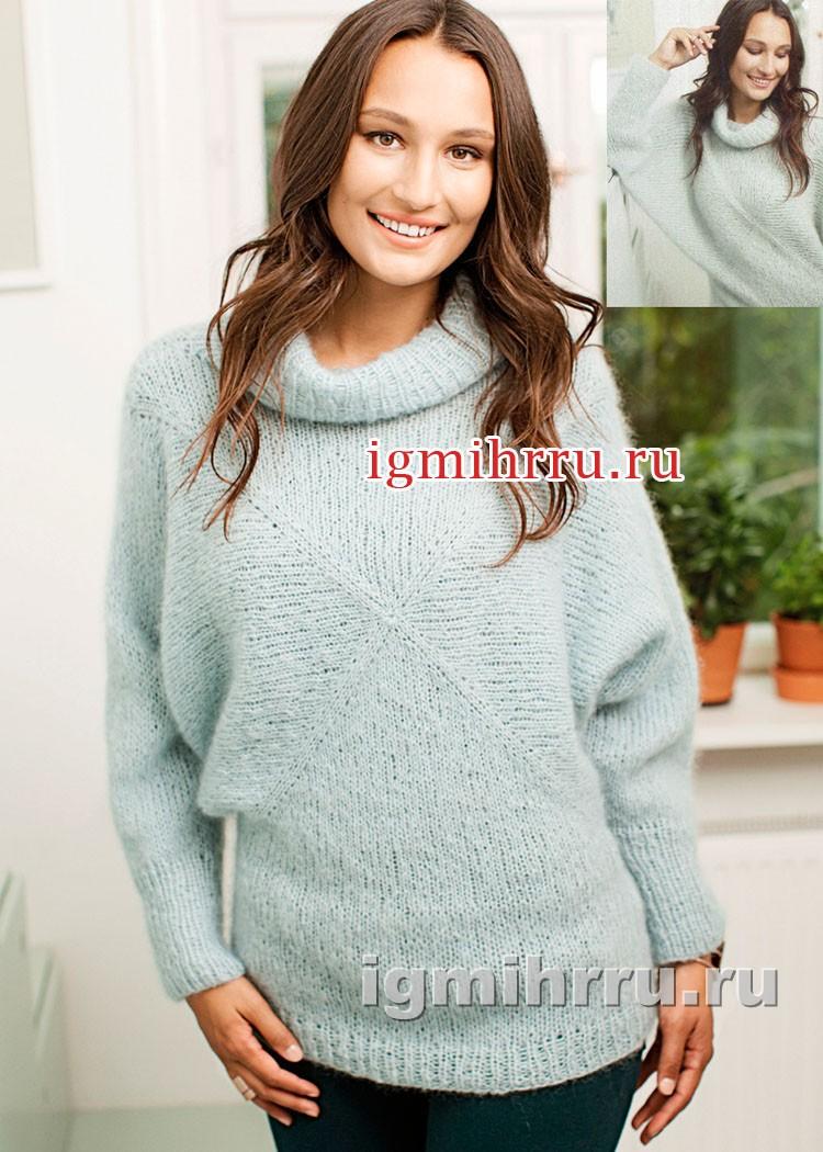 Мохеровый бледно-голубой свитер. Вязание спицами
