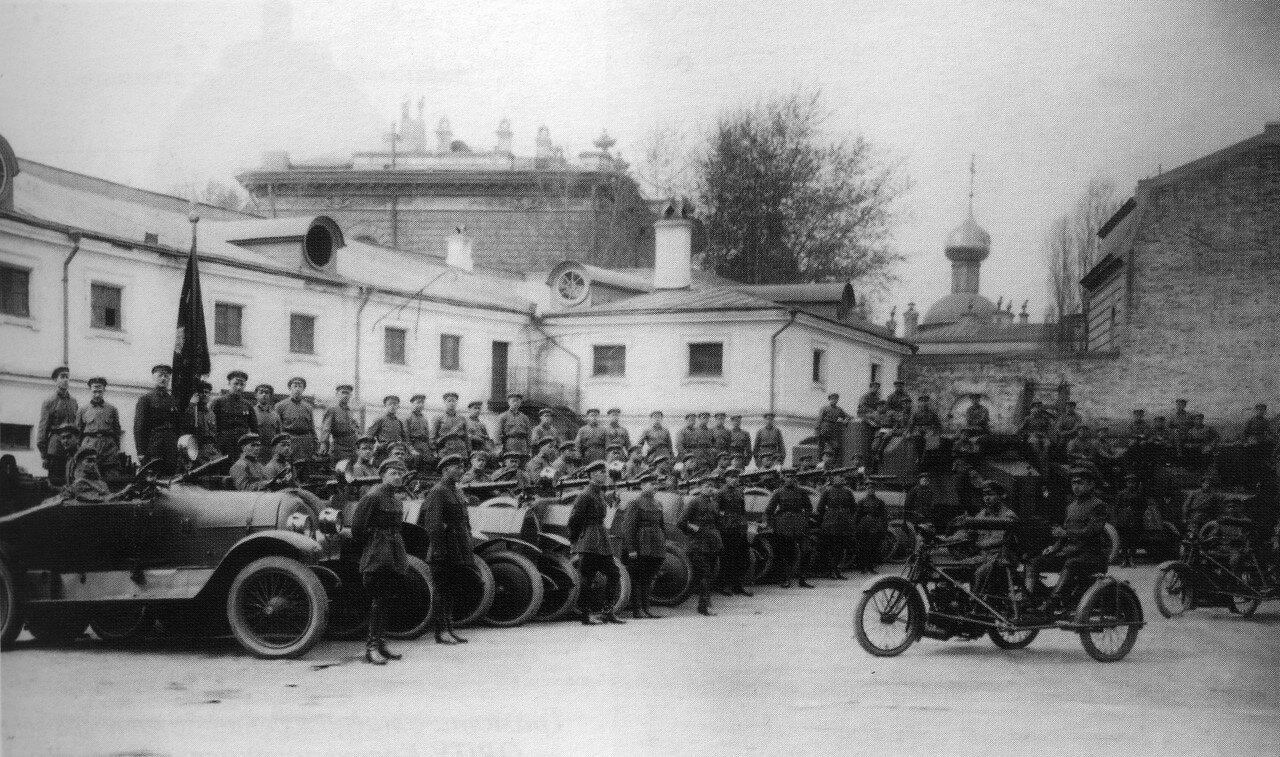 368970 Двор дома Алексеевых на Садовой-Черногрязской. Автоброневой дивизион, 1 мая 1925.jpg