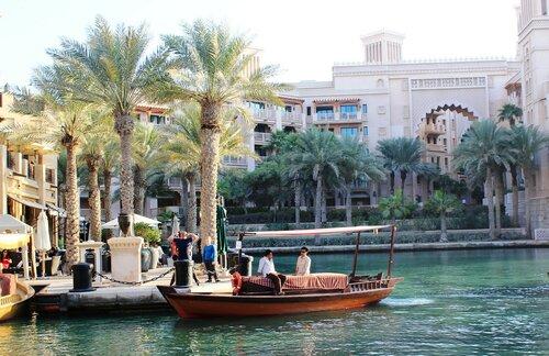 Пальмы и лодки