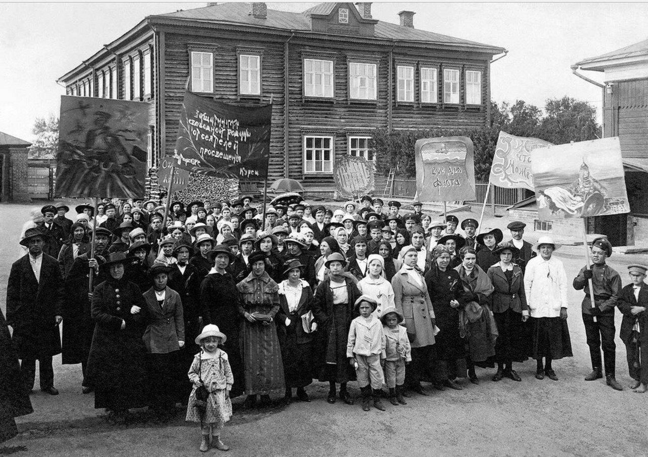 Сбор на демонстрацию учителей-курсисток