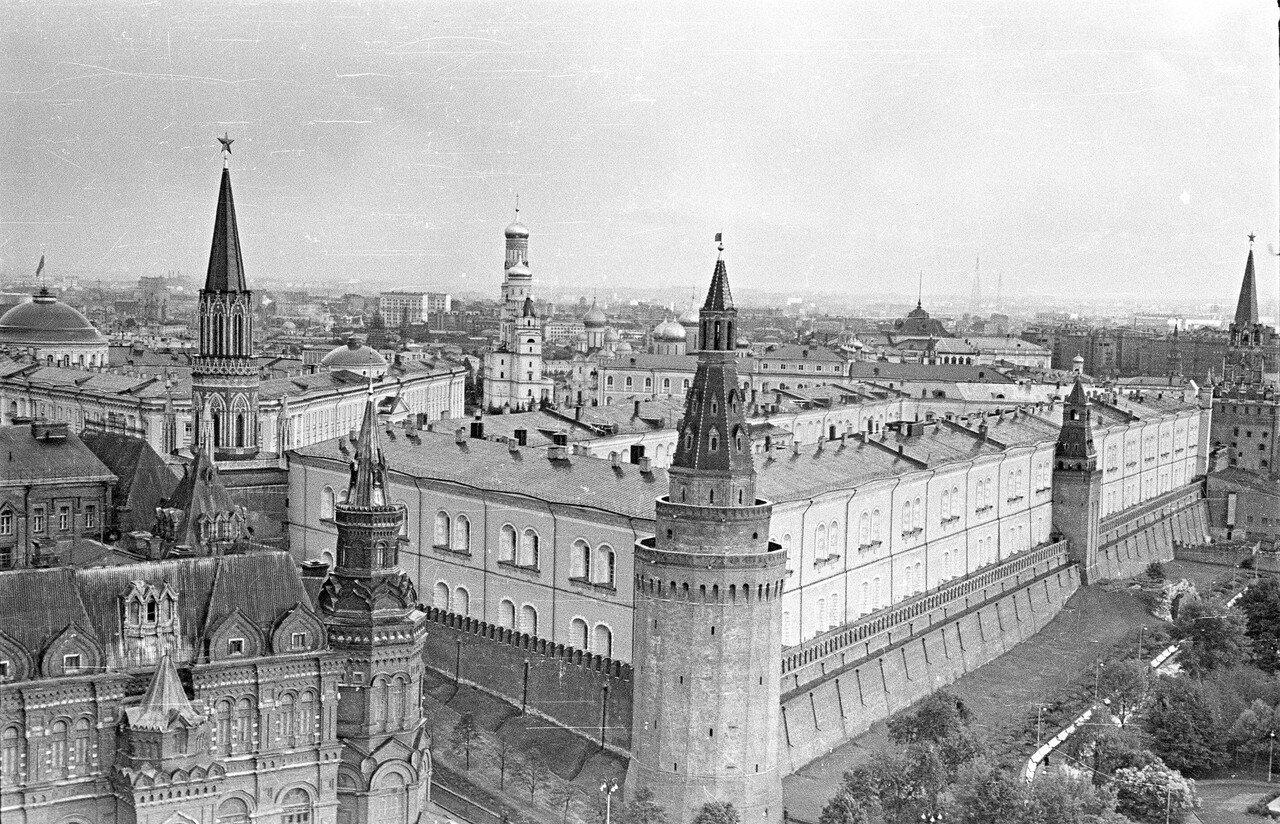 Вид из гостиницы «Москва» на Кремль
