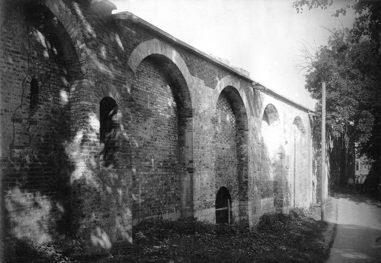 Восстановленное прясло крепостной стены в Лопатинском саду. 1912