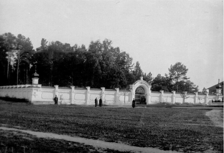 06. Монастырская ограда