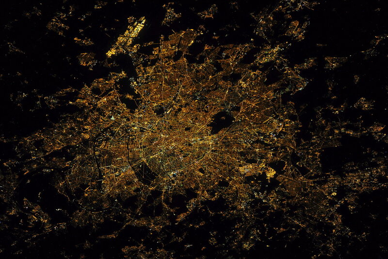 Париж из космоса