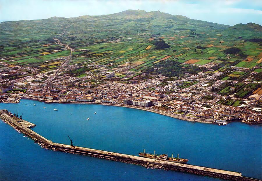PONTA DELGADA - S. MIGUEL (Açores) Vista Aérea de Ponta Delgada e seu Porto Artificial.jpg