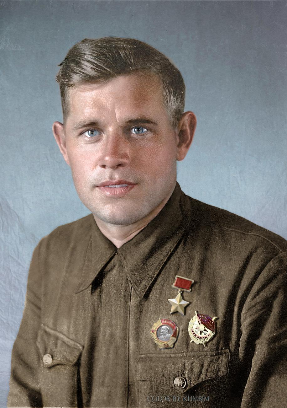 anatoly-samochkin-hero-of-the-soviet-union-ww2-pilot.jpg