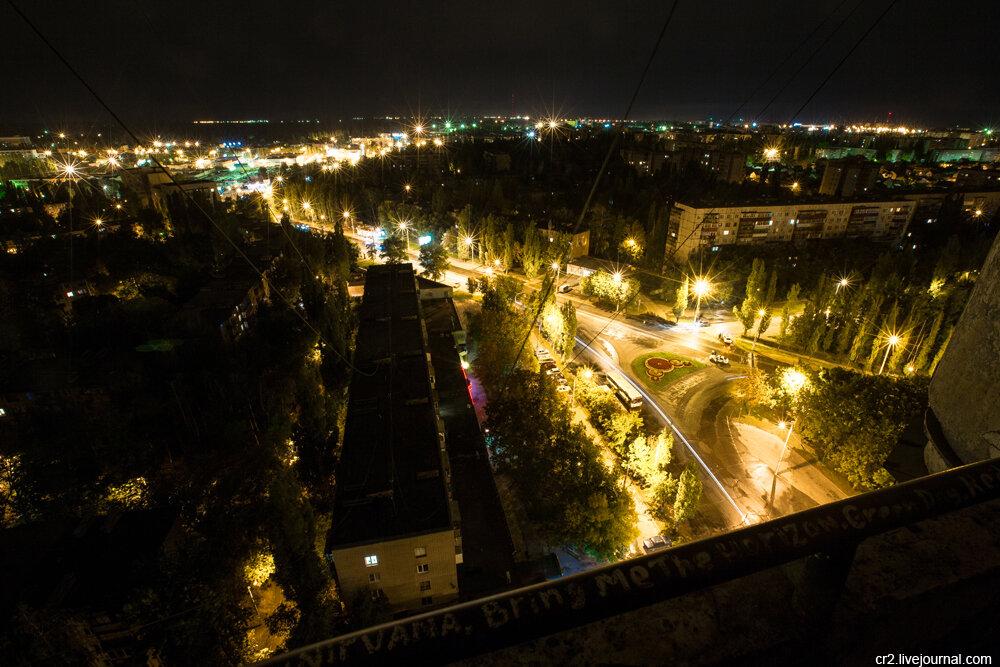 Вид с балкона ночью.