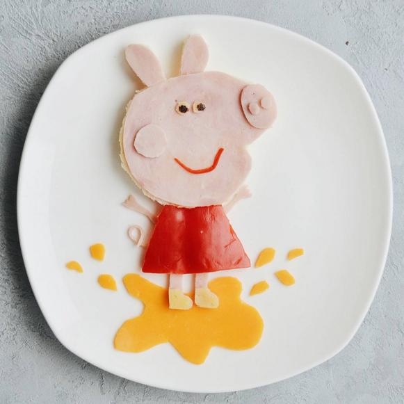 Голова свинки состоит изхлеба иветчины, также изветчины ножки, ручки ихвост; платье ирот— изп