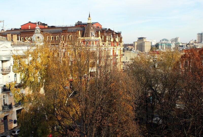 Вид на Прорезную и гостиницу Украина