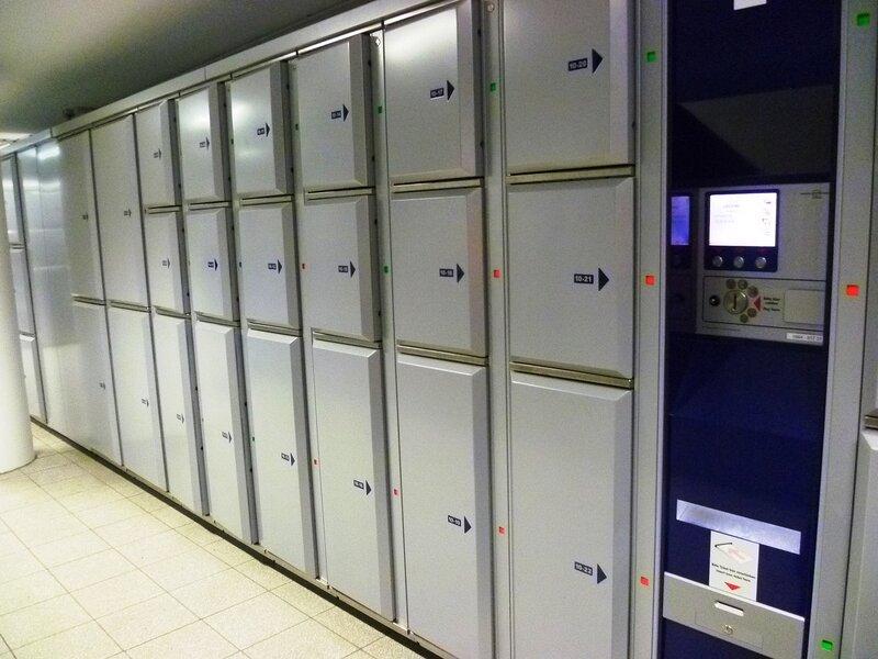 Вена, камера хранения на вокзале (Vienna, luggage storage at the station)