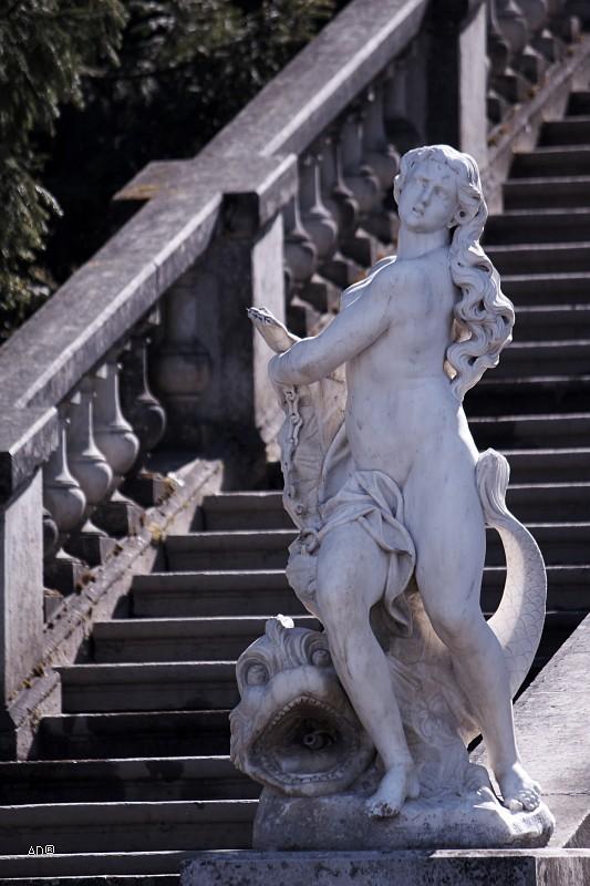 Статуи у Марлинского каскада «Золотая гора»
