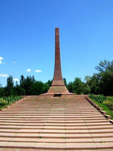 Монумент в сквере Героев