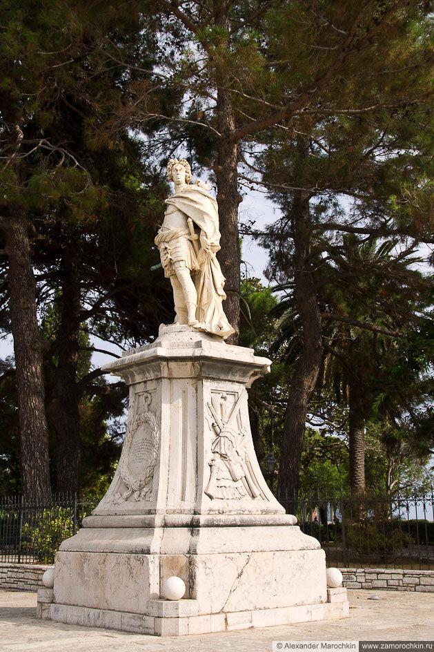 Памятник Маттиасу фон дер  Шуленбергу в Керкире
