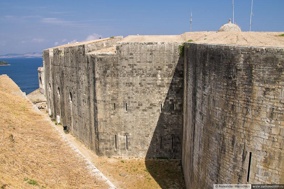 Крепостные стены Новой Крепости в Керкире
