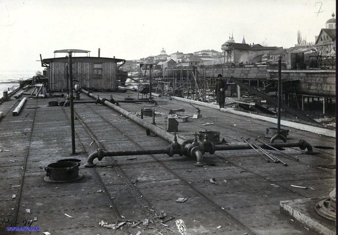 Нефтеналивная баржа конструкции В.Г.Шухова, построенная на верфи инженера А.В.Бари