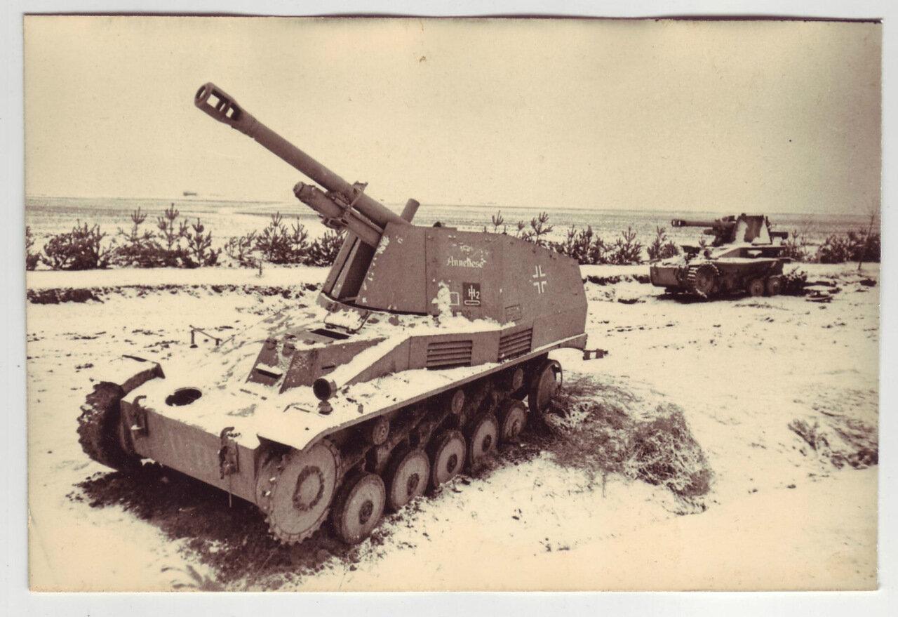 Два уничтоженных немецких самоходных орудия