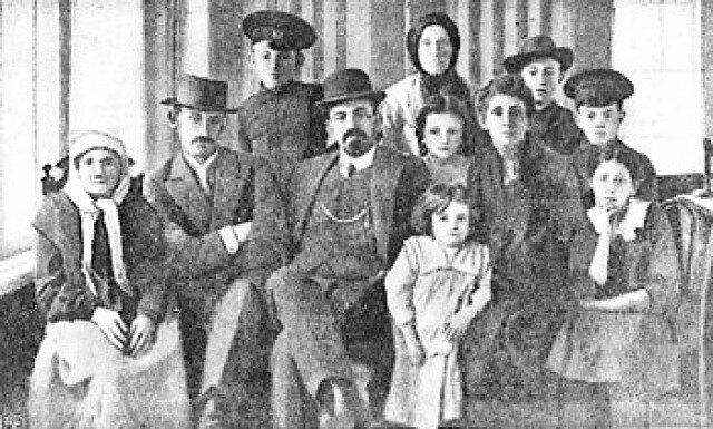 Бейлис с семьей после освобождения